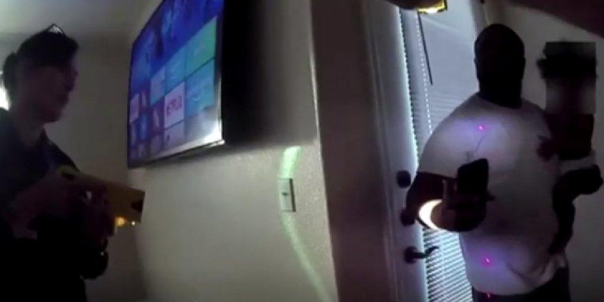 ABD Polisinden Bebeğini Kucağında Tutan Babaya Elektro Şok