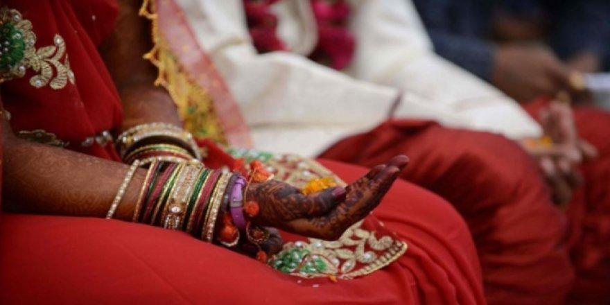 Hindistan'da Kast Dışı Evlilik Yapan Gençler Taşlanarak Öldürüldü