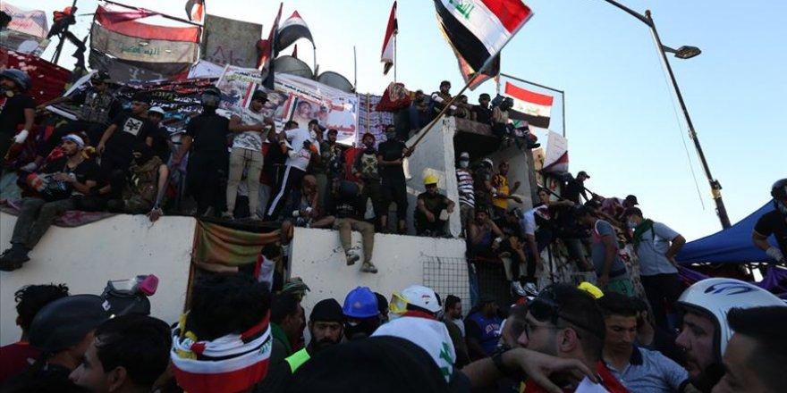 Sistani'nin Hükümete Çağrısı Sonrası Bağdatlılar Tahrir Meydanı'na Akın Etti