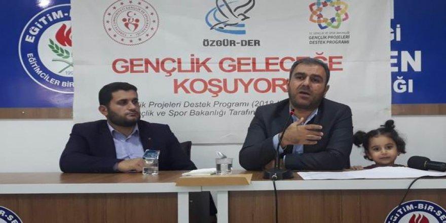 """Muş Özgür-Der'de """"Âdâb-ı Muâşeret"""" Semineri"""