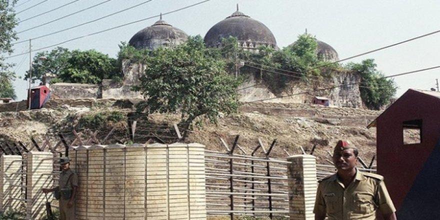 Hindistan'daki Cami Kararı Sonrası Gözaltı Sayısı 77'ye Çıktı