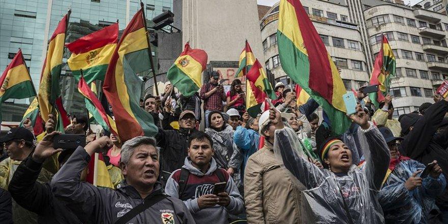 Morales'in İstifasının Ardından Bolivya'da Halk Sokaklara Döküldü