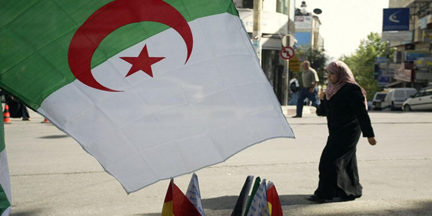 Cezayir İle Fransa Arasında İpler Gergin