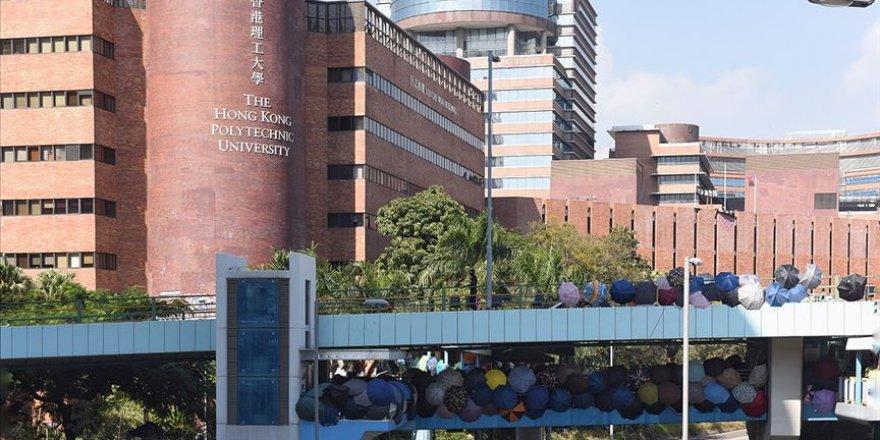 Hong Kong'da Üniversitedeki Protestocular Kuşatma Altında