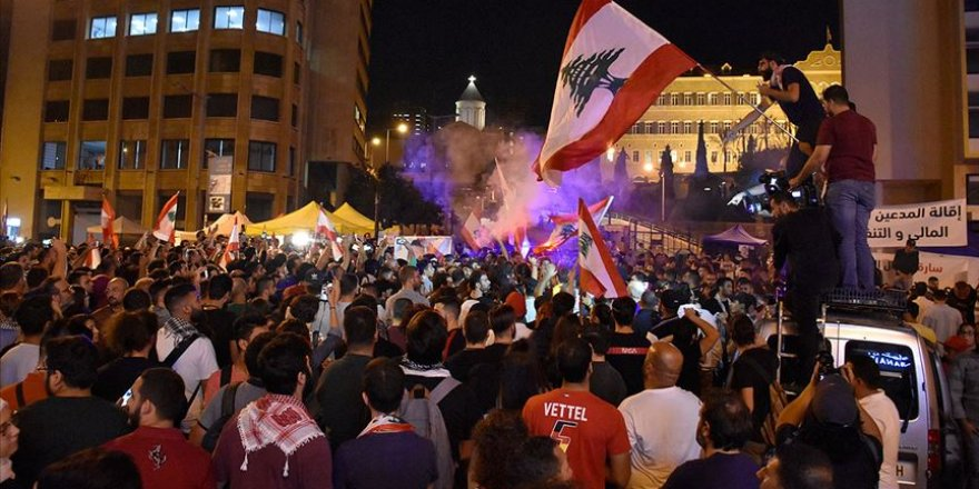 Lübnan'da Göstericilerden Teknokrat Hükümeti Talebi