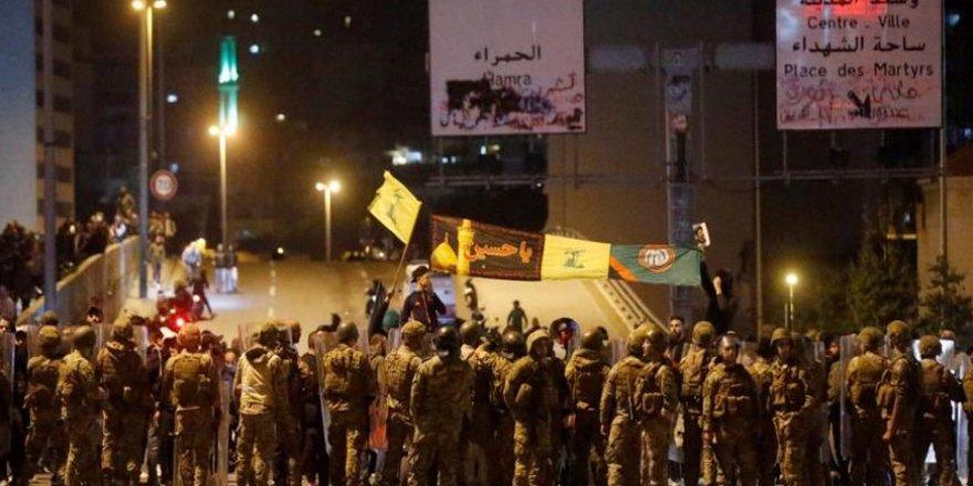 Hizbulesedçiler Lübnan'da Göstericilere Saldırdı!