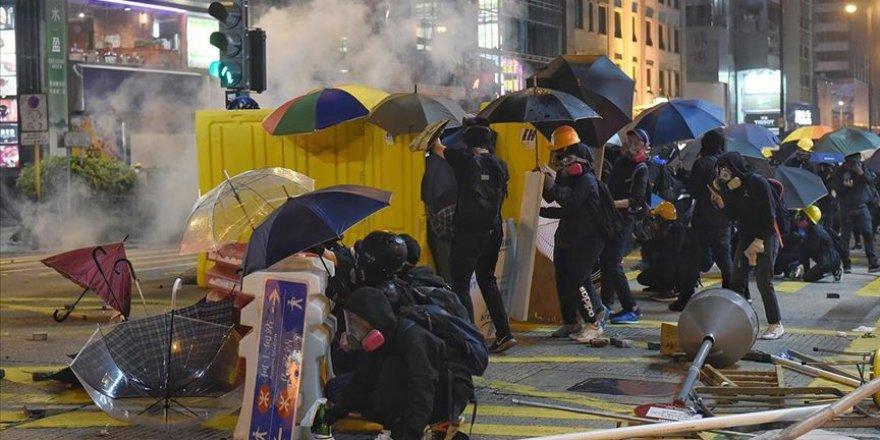 Hong Kong'da Yeni Seçilen Belediye Meclisi Üyelerinden Protestoculara Destek