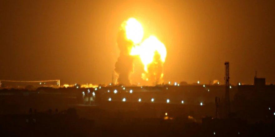 İşgalci İsrail Uçakları Gazze'yi Bombaladı