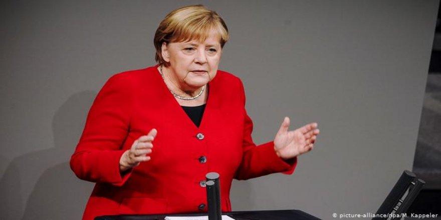 Merkel: Türkiye Zor Bir Partner Olsa da NATO İçinde Tutulmalı