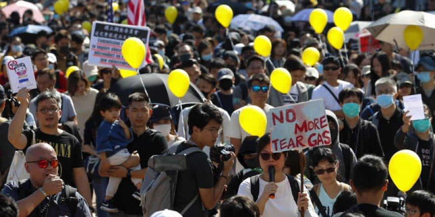 Hong Kong'da Binlerce Gösterici Yine Sokaklarda
