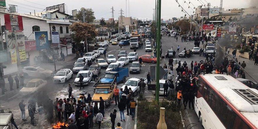 İran Rejimi 79 Göstericiyi Gözaltına Aldı
