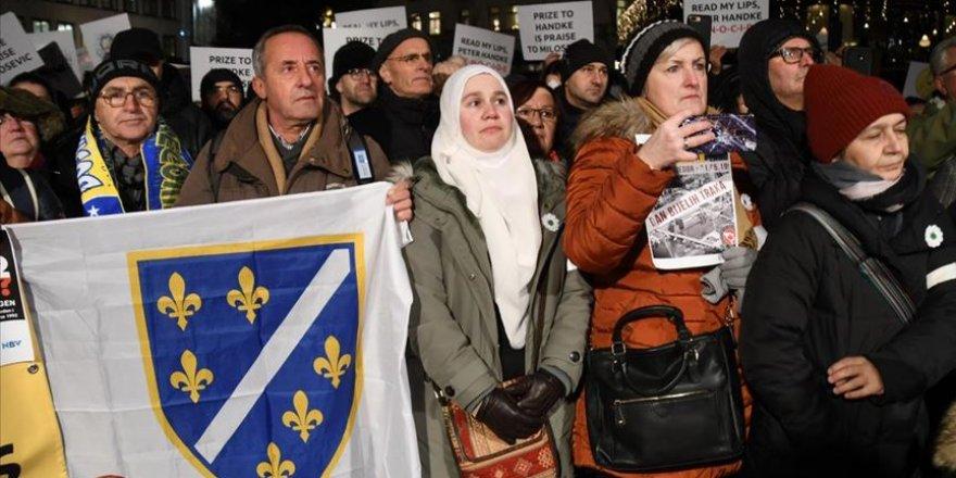 Bosna Soykırımını İnkar Eden Peter Handke'ye Nobel Ödülü Verilmesi İsveç'te Protesto Edildi