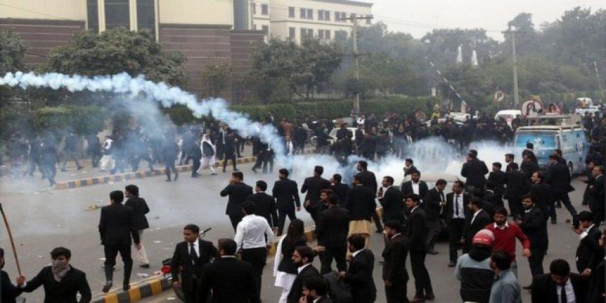 Pakistan'da Yüzlerce Avukatın Saldırdığı Hastanede Üç Hasta Öldü