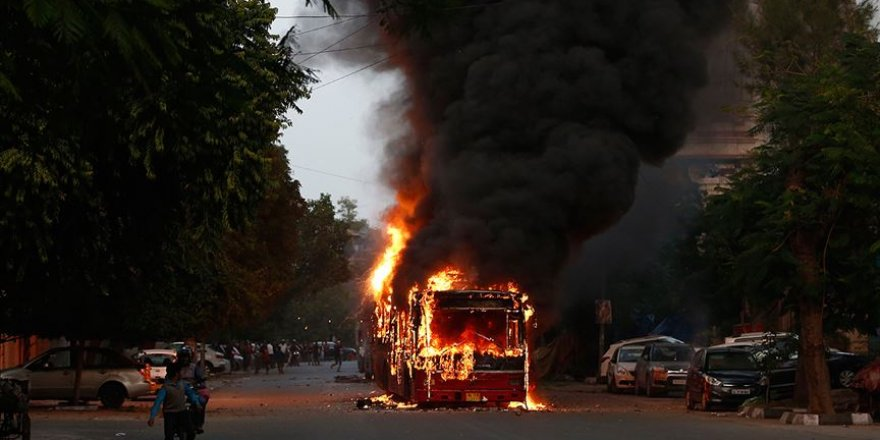 Hindistan'da Ayrımcı Vatandaşlık Yasası Karşıtı Protestolar Sürüyor