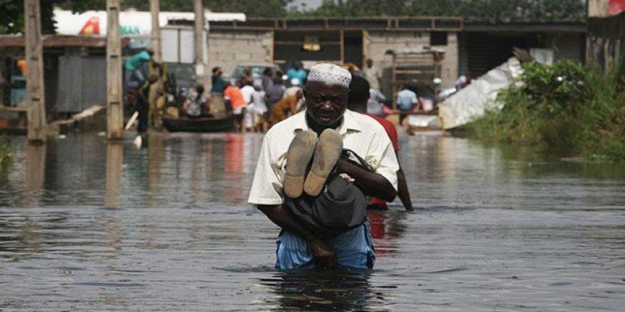 Nijerya'da Sel 51 Bin Kişiyi Yerinden Etti