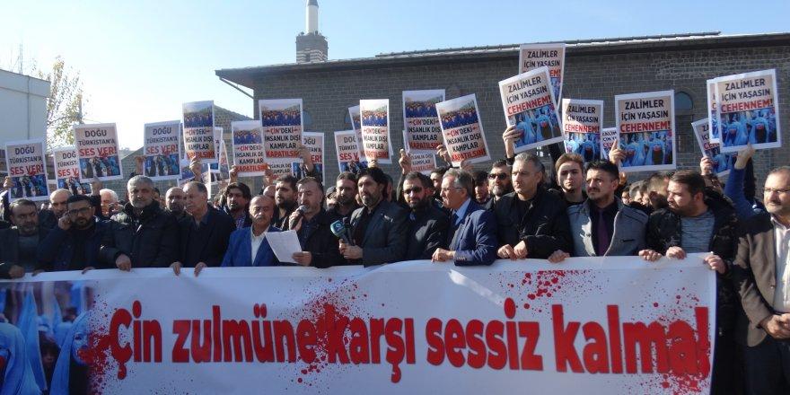 Doğu Türkistan'da Yaşanan Zulümler Diyarbakır'da Protesto Edildi