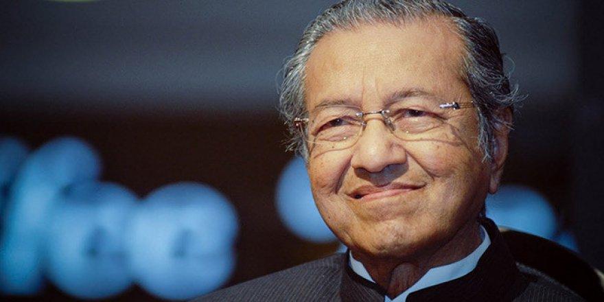 Malezya'da Mahathir'in İstifası Sonrası İktidar Koalisyonu Çöktü