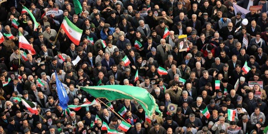 Protesto Gösterilerinin Ardından İran'da Siyaset Isınıyor