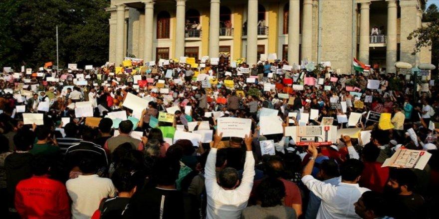 Hindistan'da Protestolar Sürüyor