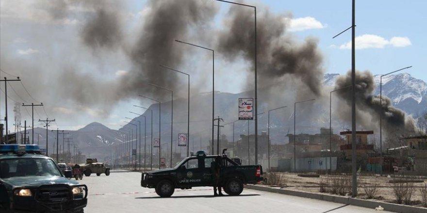 Afganistan'da Askeri Karakola Bombalı Saldırı: 10 Ölü
