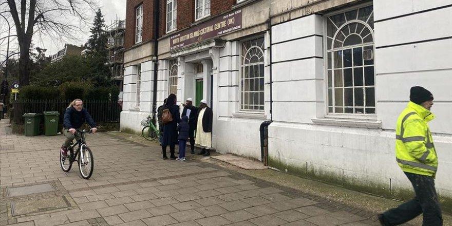 Londra'da Cami Yakınındaki Binada İslam Karşıtı Sloganlara Soruşturma