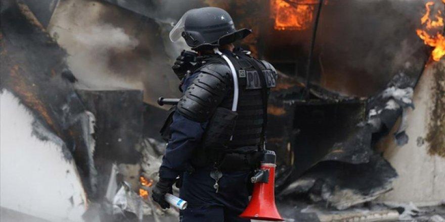 Fransa'da Bir Kişi Polisin Uyguladığı Şiddet Sonucu Öldü
