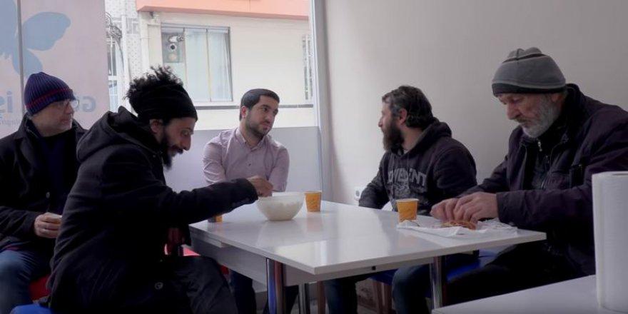 Kur'an Ayetlerinden Sokaktaki Evsizlere Uzanan Hikaye