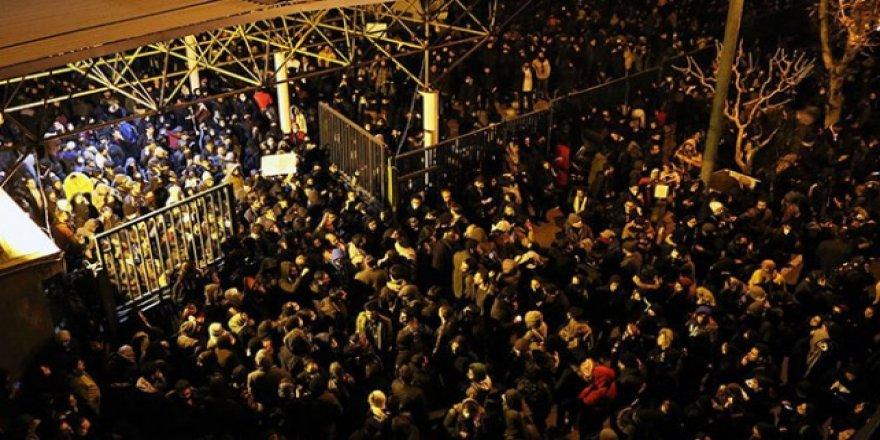 Anma Rejim Karşıtı Gösteriye Dönüştü