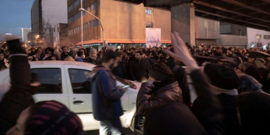 Tahran'da Yaklaşık 30 Gösterici Gözaltına Alındı