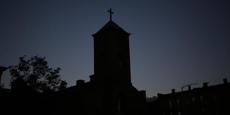 Fransa'da Cinsel İstismarda Bulunduğunu Kabul Eden Papaz Kiliseyi Suçladı