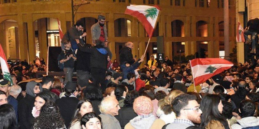 Lübnan'da Göstericiler İle Güvenlik Güçleri Arasında Gerginlik: 220 Yaralı