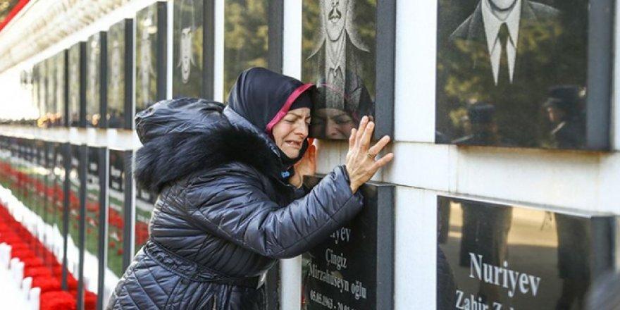 Azerbaycan, Rusya'nın Katlettiği Kurbanlarını Anıyor