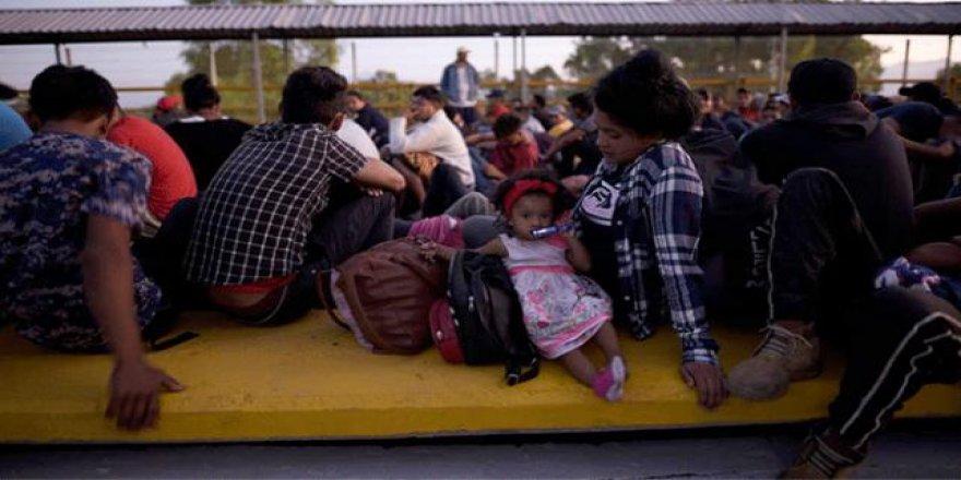 ABD'ye Gitmek İsteyen Binlerce Göçmen Meksika Sınırına Dayandı