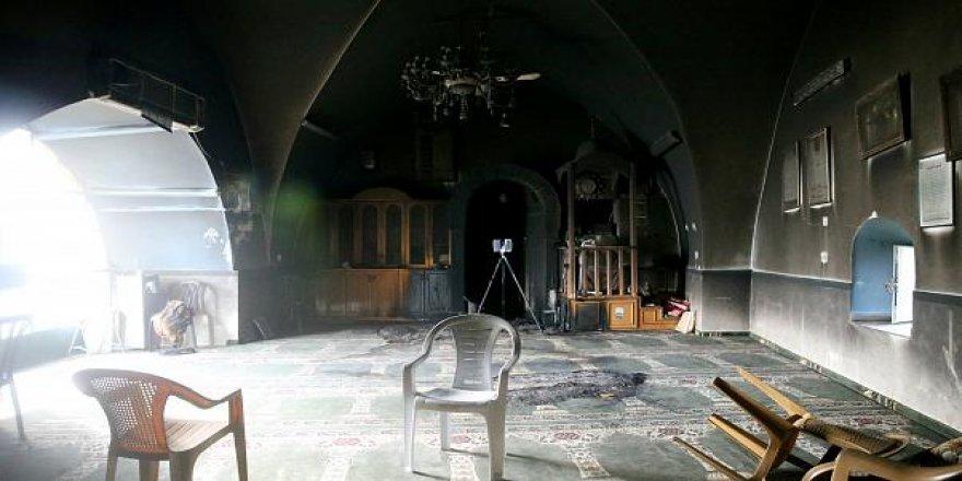 İşgalci Çeteciler Kudüs'te Bir Camiyi Ateşe Verdi