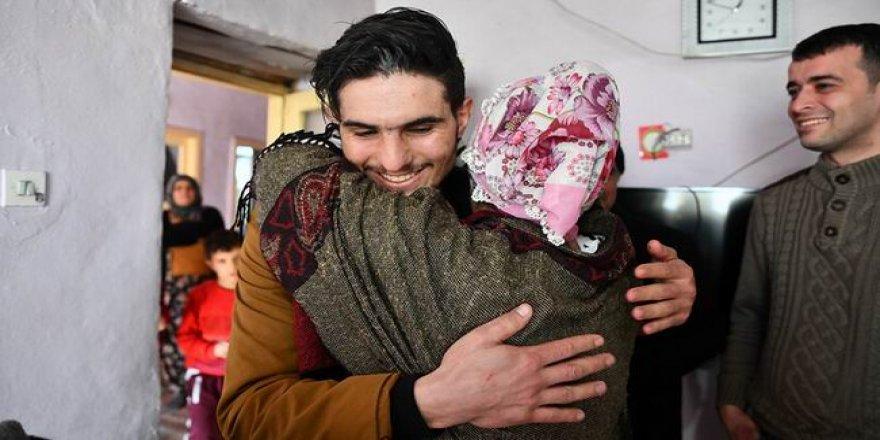 Suriyeli Mahmut Enkazdan Kurtardığı Çiftle Böyle Buluştu!