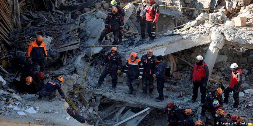 Elazığ Depreminde Ölü Sayısı 39'a Yükseldi
