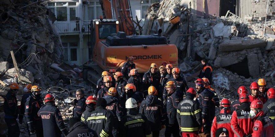 Sürsürü Mahallesi'nde Yıkılan Binada Arama Kurtarma Çalışmaları Sürüyor