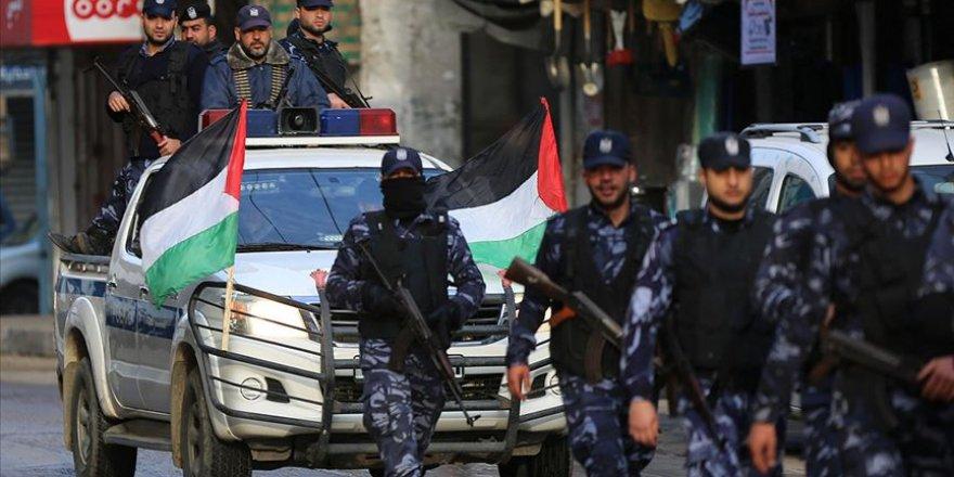 Gazze'de Trump'un Sözde Barış Planına Karşı Askeri Geçit Düzenlendi