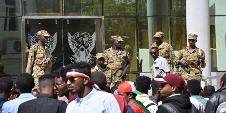 BAE, Sudanlı Gençleri Kandırıp Zorla Savaşa Götürüyor