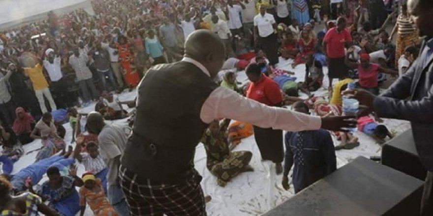 Tanzanya'da Kilise Ayininde İzdiham