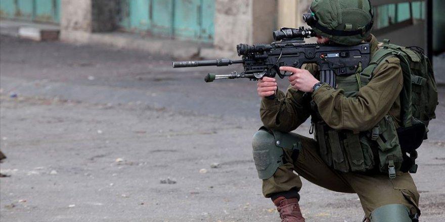 Siyonist İsrail Güçleri Batı Şeria'da Filistinli Genci Öldürdü