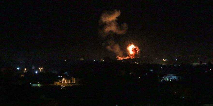 İşgalci İsrail Hamas'a Bağlı Bir Noktayı Bombaladı