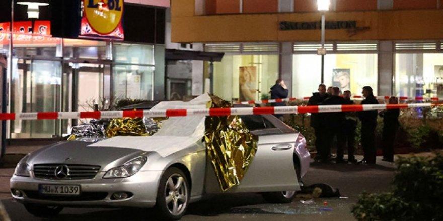 Almanya'da 2 Kafeye Silahlı Saldırı: 8 Ölü