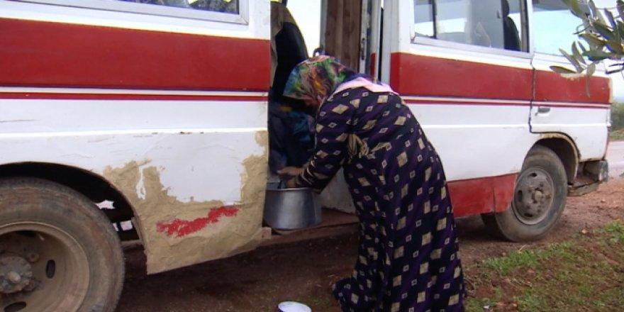 Ölümden Kaçıp Eski Bir Otobüsün İçine Sığındılar