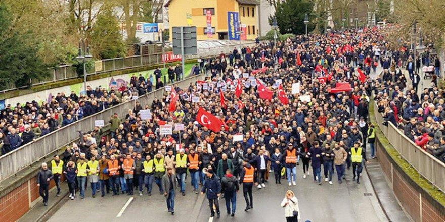 Almanya'da Irkçı Saldırı Protesto Edildi