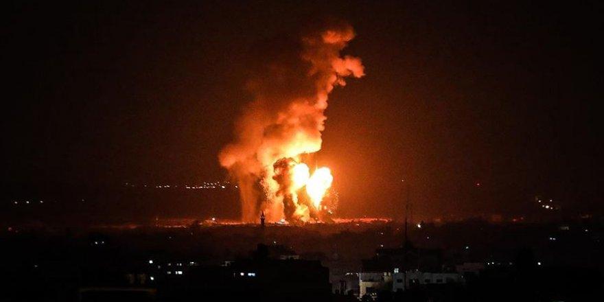 Siyonist İsrail'den Gazze'ye Hava Saldırısı: 4 Yaralı