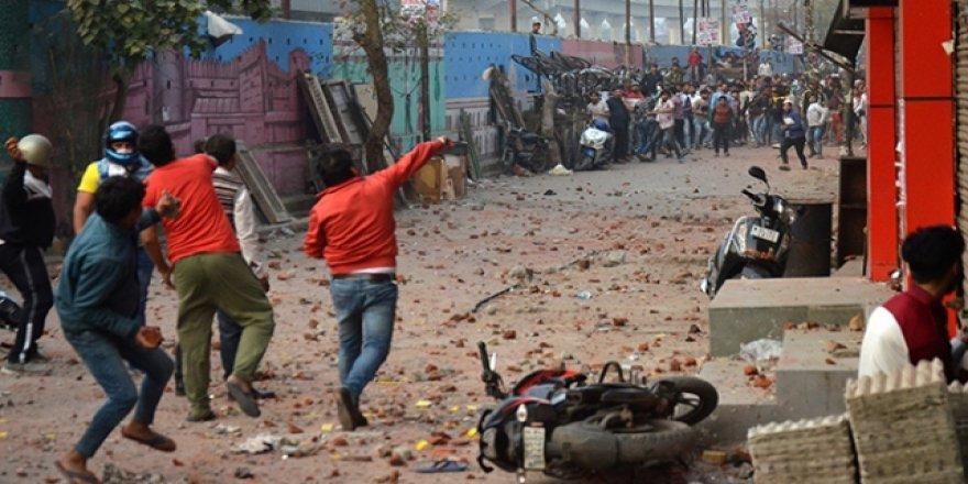 Hindistan'da Vatandaşlık Yasası'na Karşı Gösteriler Sürüyor