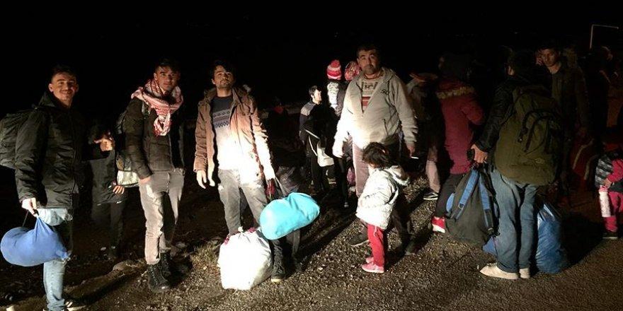 Avrupa'ya Gitmek İsteyen Göçmenler Çanakkale'de Sahillere Gelmeye Başladı