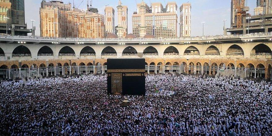 Suudi Arabistan Ülkede İkamet Edenlerin Umre Ziyaretlerini Geçici Olarak Durdurdu