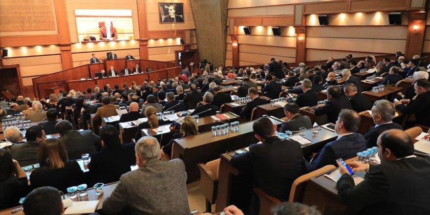 İBB'den Başkan Danışmanlarının Maaşlarına Zam!